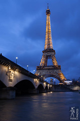 Eiffel tower lighting