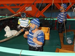Marins et chien  bord  du chalutier GWEN MOR (Maquette) (xavnco2) Tags: show france boat model ship expo exposition bateau naval amiens maquette pche championnat 2015 fishingship modlisme chalutier lahotoie mycp