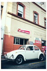 Cadiz Taverna (Wil Wardle) Tags: england vw 35mm canon volkswagen southafrica photography britain f14 beetle sigma coke capetown carportrait westerncape cococola castlelager dailydriver primelens adobelightroom britishphotographer photographycapetown 5dmk3 wilwardle ebphoto exploringtheautomobile carportraiture artserieslens sigmaart35mm