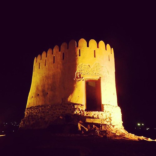 One of the two Watch Towers looking at 15th century Al Badiyah Mosque in Emirates of Fujairah, UAE.  #Ottoman #OttomanMosque #Fujairah #AlBadiyah #AlBadiyahMosque #15thcentury #UAE #Masjid #1446AD #WatchTower #architecture #Village