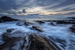 Keelung, Taiwan _IMG_3213 (Len) Tags: seascape sunrise rocks waves  taiwan  dawning  hy seacoast daybreak cpl keelung 6d       waimushan   ef1635mmf28liiusm 1635lii reversegnd
