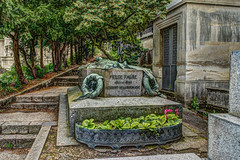 Cimetire du Pre Lachaise - HDR (gilles_t75) Tags: d7200 france gillest hdr nikkor1855mmf3556 nikon bracketing exposurefusion highdynamicrange photohdr photomatix tonemapping cimetire prelachaise paris 75020 tombe caveau spulture chapelle pierretombale concession funraire dfunt monument funbre flixfaure