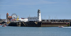 Photo of Scarborough Lighthouse and Entrance to the Inner Harbour