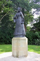 Linlithgow. (boneytongue) Tags: statue mary queen linlithgow scots