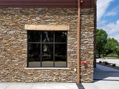 Cinnamon Bark Ledgestone (Buechel Stone) Tags: stone stonewalls naturalstone stonemasonry buildingstone stoneveneer stoneexterior thinveneer buechelstone fullveneer exteriorstoneveneer stoneveneerexterior