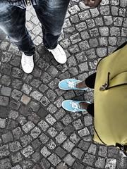 l muru d mntmrtr  ~~ (Nada_and_Co) Tags: chaussure pieds toimoi paris amour love montmartre