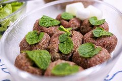 Arabian Food (Marco Abud) Tags: kibe kibecru hortel cebola onion marcoabud marcoabudfotografia abud abudfotografia abudesigner salada trigo comida comidarabe arabianfood lebanon liban lbano wheat salad mint kiberaw