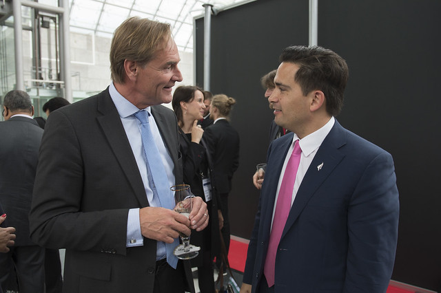 Burkhard Jung and Simon Bridges relaxing at the reception