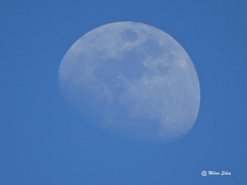 Águas Frias (Chaves) -  ... a lua em pleno dia de sol ...