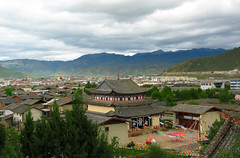 view over the city of shangri-la, china (Russell Scott Images) Tags: china shangrila tibetian zhongdian yunnanprovince