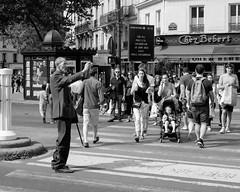 streetlife (bicouni) Tags: street people paris fuji streetlife tourists fujifilm rue montparnasse gens touristes xt10 xmaster