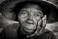 Madagascar, old lady (Dietmar Temps) Tags: africa afrika afrique madagascar tribes ethnic ethnology ethnie culture tradition traditional ritual people face blackandwhite 50mm naturallight woman lady old traditionalhat outdoor anakao vezo sakalava eyes nationalgeographicfacesoftheworld