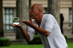 magic hands (Wackelaugen) Tags: person street berlin germany crystalball bead glassbead glasssphere sleightofhand artist streetperformer canon eos photo photography wackelaugen googlies