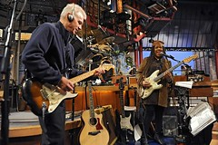 Sid McGinnis and Felicia Collins play guitar (rds323) Tags: lateshow lateshowwithdavidletterman edsullivantheater cbsorchestra