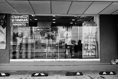 Abierto (Ricardo A Senz) Tags: street people calle gente storefront colima escaparate