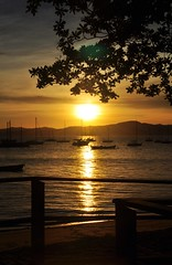 shy... like YOU (Ruby Ferreira ®) Tags: sunset sky fence boats bay sand barcos branches silhouettes hills baía silhuetas suldobrasil
