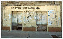 Cot rtro / Le comptoir gnral (au35) Tags: nikon commerce tag rue rtro peinturesmurales d5000