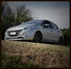 Peugeot 208 (Moro972) Tags: peugeot canon 550d 208 2016 italy wheels grey front day hill light collina italia car giorno auto grigio