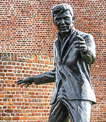 Billy Fury (that Geoff...) Tags: sculpture billyfury tommurphy liverpoolwaterfront canon g7x merseyside mersey powershot