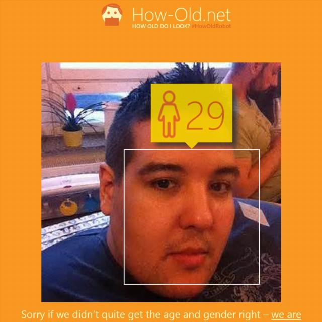 Nja, nu blev det ju över  10 år fel. 😆 #forever18 #howoldrobot how-old.net