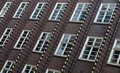Broschek-Haus Hamburg (marc.fray) Tags: broschekhaus hamburg hh kontorhaus verlagsundtiefdruckanstaltbroschekco heuberg diewelt renaissancehamburghotel marriott fritzholger holger architecture hambourg germany deutschland allemagne architektur briques backstein broschekhaushamburg hamburgbroschekhaus