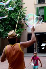 Expectacin (Jun) Tags: barcelona summer espaa kids spain warm emotion nios verano burbuja calor expectation bubles jabon emocion expectacion