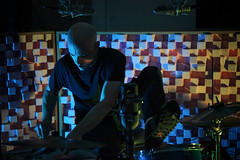 untitled-102-Edit-Edit.jpg (Experimental_Sound_Studio) Tags: livemusic concertphotography timdaisy drums improvisation percussionist clarinet option chicagomusic recordingstudio discussion acousticdiffuser extendedtechnique chriscorsano