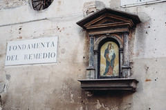 mother and son (thedecentexposure) Tags: travel venice italy travelling photography reisen europa europe christ maria jesus mother picture son stadt venedig stdte citiy