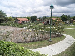 Bondia Noe! (Somni Minvant) Tags: garden landscape colombia quiet path paisaje charming sendero jardn cabaas cottages tranquilidad pereira encantador