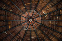 Kiosko (elweydelasfotos) Tags: abstract geometry geometria symmetry center lines lineas colors view conceptual vanishing point light wood vintage old mexico cdmx photographer minimal star shapes nikon d810 professional black madera
