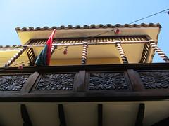 """La Paz: la calle Jaen, la rue coloniale et ses balcons de bois <a style=""""margin-left:10px; font-size:0.8em;"""" href=""""http://www.flickr.com/photos/127723101@N04/28570151746/"""" target=""""_blank"""">@flickr</a>"""
