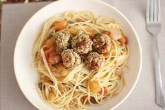 Almôndegas de ervilha (anaclara_luppi) Tags: vegetarian meatballs comidavegetariana almôndega eatsandshoots