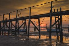 Poole Sunset (Simon Cresdee [www.simoncresdeephotography.com]) Tags: sunset sky boats nikon april lowtide poole 50mmf18 d810