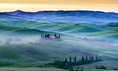 Sunrise in Tuscany, Val d'Orcia, Toscana, Italia. (pedro lastra) Tags: italy sunrise nikon europe outdoor tuscany d750 pienza sanquiricodorcia