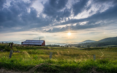 The land of Good and Plenty (y0chang) Tags: sunset mountains barn landscape virginia pentax farm k5 tazewell burkesgarden at yunghanchang