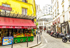 Rue Androuet (Montmartre, 18me Arr.) (DesOMBAKA) Tags: paris france streets color tourism architecture buildings cityscape citylife streetphotography photojournalism touristattraction streetshot travelphotography famousplace internationallandmark traveldestination labuttemontmartre