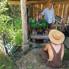 Sam Bullock explaining how the #solarpower(ed) #waterpump works. #BullocksPermacultureHomestead (Heath & the B.L.T. boys) Tags: instagram gogreen hat permaculture farm solar