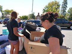 P1260889 (Widener University) Tags: movein studentmoveinday freshmanmoveinday freshman transfer boxes bins unload volunteers faculty staff