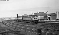 1541 (Hoover 29) Tags: diesel type4 class47 pretopsnumber 1541 passengertrain 1m67 gateshead england