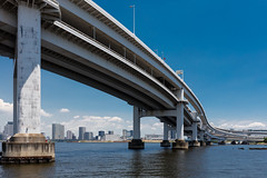 Bridge over Sumida River (Role Bigler) Tags: japan nippon sumida tokyo boat boot bridge building canonef1635isus city fluss river stadt rainbowbridge
