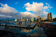 Waiting for the sunset (lhirlimann) Tags: canonef1635mmf28lusm canoneos5d oahu cityscape clouds hawaii honolulu lightrom:exposure=120 lightroom:vibrance=100 nuages skyscrapper usa waikk unitedstates