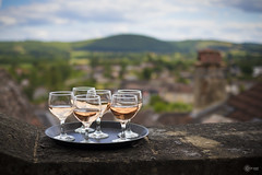 Drinks (BackEastPhoto) Tags: france view wine terrace dordogne fr ros eveninglight saintcyprien canonef35mmf2isusm aquitainelimousinpoitoucharentes aquitainelimousinpoitoucharen