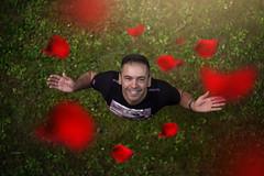 ME (oroyplata.) Tags: trip portrait selfportrait me smile rose happy explorer rosa sonrisa rafa pars cesped hierba zenital coneptual cenital macas oroyplata