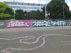 Nantes, Burial-Modem-Smerf (Zerbi Hancok) Tags: nantes nantesgraffiti nantesstreetart quaidelaloire quai graffiti graff streetart walls