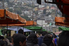 Feria en Valpo (Rodriguezped) Tags: valparasochile ferialibre nikond3100 nikon chile casas personas 2016 puerto iso100