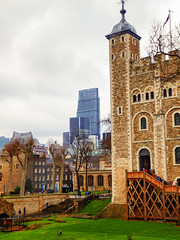 View from The Tower of London (photphobia) Tags: tower toweroflondon london castle castillo fortress city oldwivestale cityoflondon outdoor architecture buildings building buildingsarebeautiful leadenhallbuilding tower42
