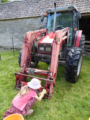 P1040230.jpg (Dave Currie) Tags: emmacurrie family people tractor transport dyrham england unitedkingdom gb