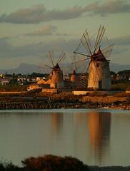 I mulini delle saline di Marsala (errenne) Tags: marsala mulini windmills sicilia sicily sunset tramonto trapani italy italia mare