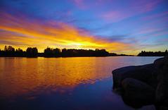 Aurinko kun ptti retken (STTH64) Tags: sunset sun sky cloud rock finland water sea seaside blue red