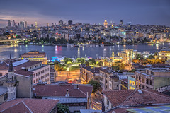 Cuerno de Oro. (GustavoCba) Tags: estambul istambul turqua turkey galata hdr europa eurpe sky skyline water night building golden roof canon